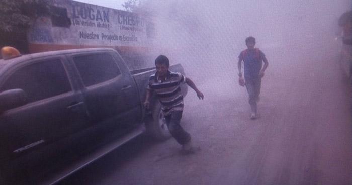 Alerta en Guatemala por descenso de flujo piroclástico hacia el Sur del volcán de Fuego