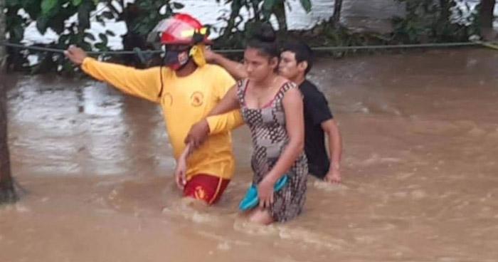 Inician evacuaciones en Honduras tras inundaciones por impacto de huracán Eta