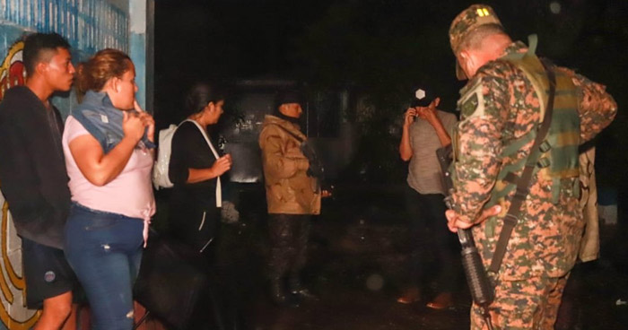 Evacuan a 20 familias en Sacacoyo tras fuerte lluvia de anoche