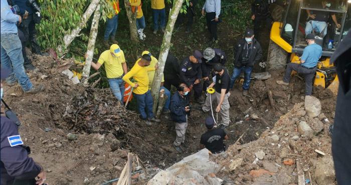 Excavan en finca donde creen se encuentra el cuerpo de Flor García