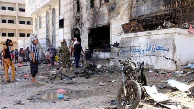 Explosión en venta de armas cobra la vida de 16 personas en Yemen