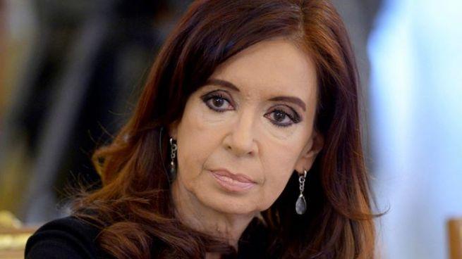 Juez en Argentina ordena prisión preventiva para Cristina Kirchner y pide desafuero para detenerla