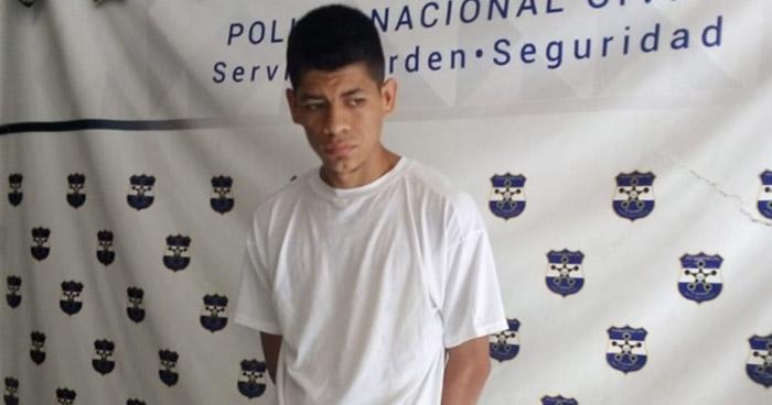 Hombre armado y mujer que extorsionaba capturados en San Miguel