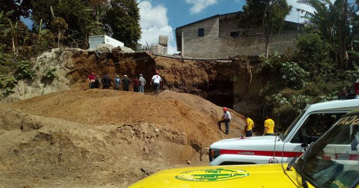 Hombres mueren soterrados por desplome de un muro en Comasagua, La Libertad