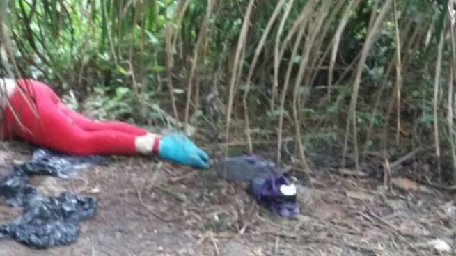 Mujer asesinada por delincuentes cerca de una cancha de fútbol en Sonsonate
