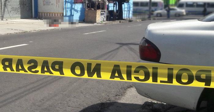 Disparan y matan a una mujer en calle Arce de San Salvador