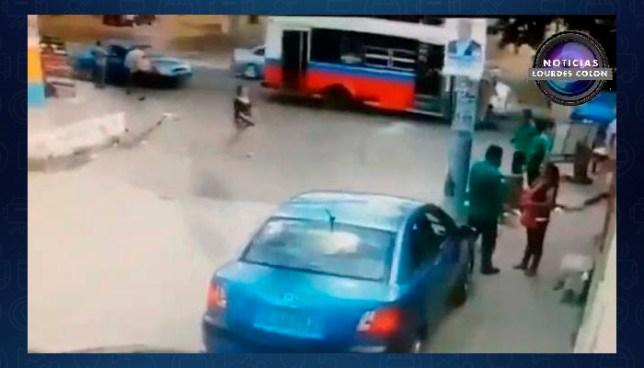 """Filtran vídeo de cuando la mujer solicita el taxi que fue robado y usado como """"coche bomba"""""""