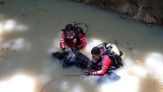 Recuperan de una fosa el cadáver de un hombre en Mejicanos