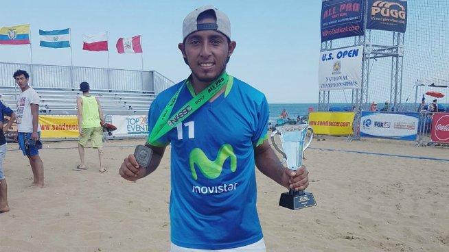 Frank Velásquez brilla en torneo internacional de fútbol playa