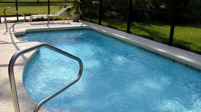 VÍDEO | Sujeto que intento robar en una casa terminó baleado y ahogado en una piscina