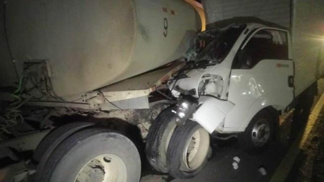Hombre lesionado tras accidente de tránsito entre un camión y un trailer en carretera de Oro
