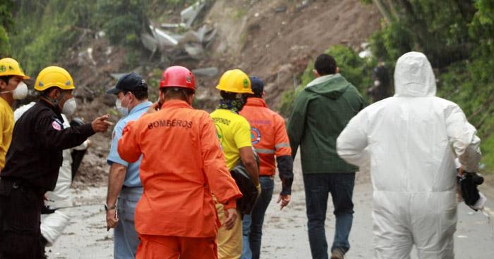 Confirman hallazgo de 6 cuerpos en zona de derrumbe de Santo Tomás
