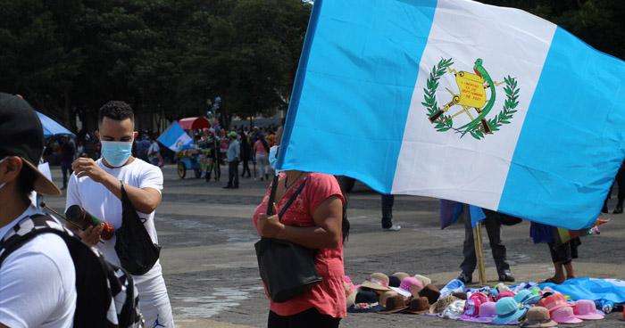 Guatemaltecos exigen renuncia del presidente Giammattei y del Fiscal General