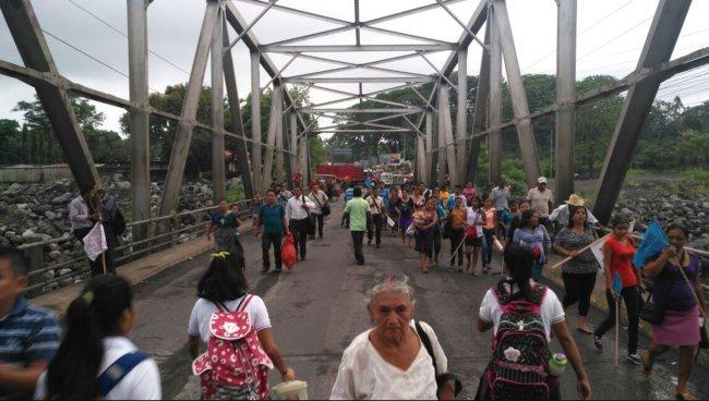Protestantes en Guatemala piden renuncia de su presidente