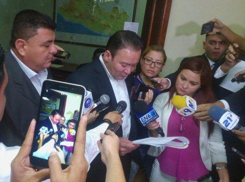 Guillermo Gallegos solicita que las armas decomisadas sean otorgadas a fiscales