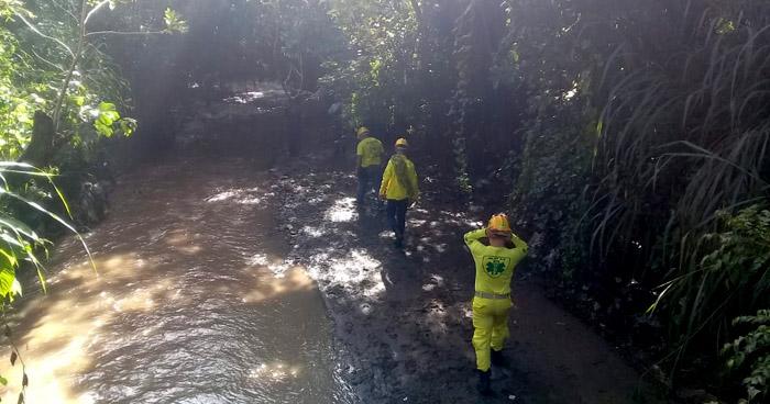 Buscan a hombre arrastrado por corriente de río Sucio en Ciudad Arce