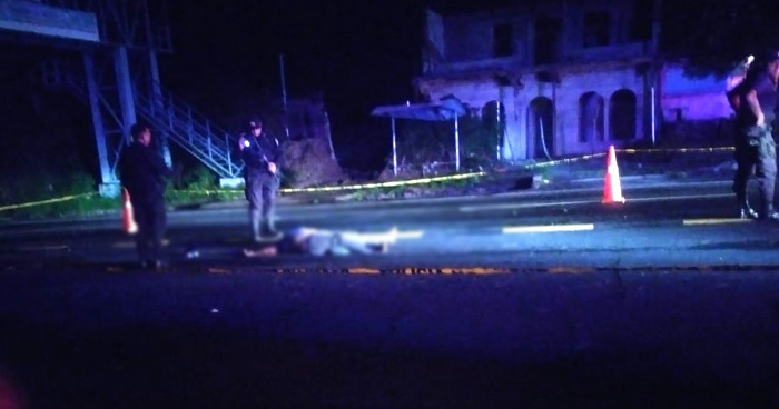 Hombre muere atropellado cuando cruzaba la calle abajo de una pasarela en Santo Domingo, San Vicente