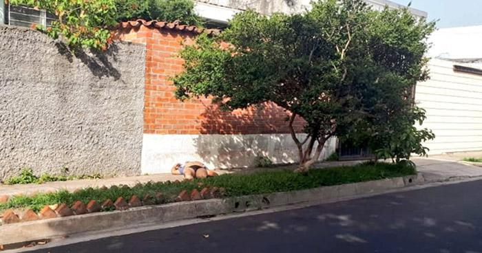 """Hallan a víctima de """"Las Dormilonas"""", semidesnudo y profundamente dormido en calle de San Salvador"""