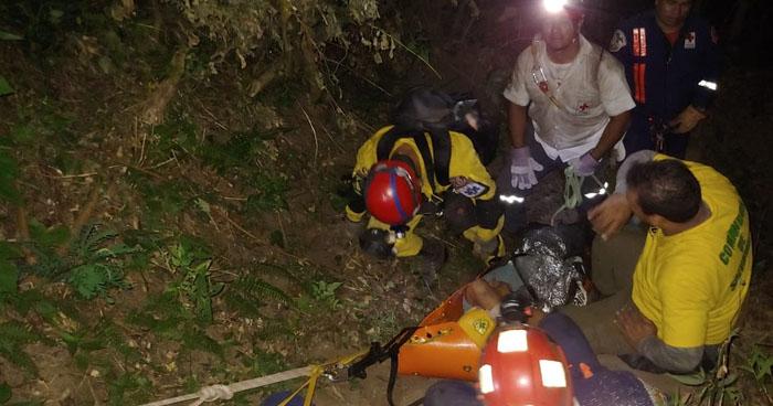 Rescatan a hombre que cayó al volcán El Boquerón en San Salvador