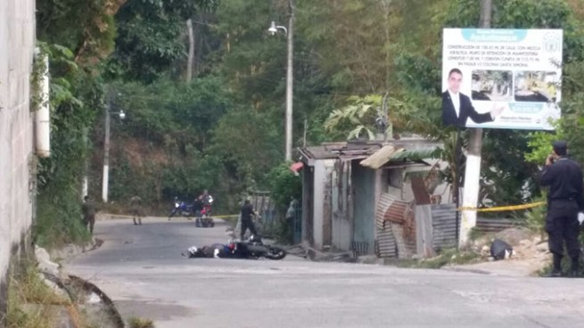 Asesinan a machetazos a hombre cuando se conducía en su motocicleta en Sonsonate