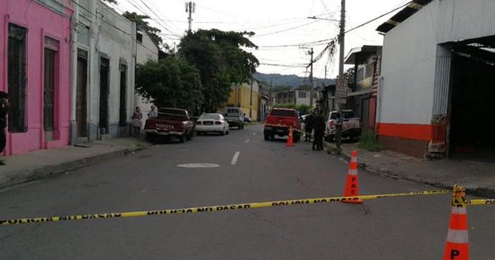 Matan a empleado de taller en la calle Modelo de San Salvador, otra persona mas resulto lesionada