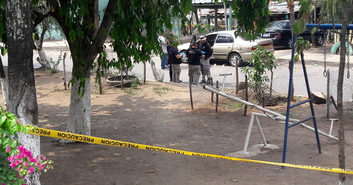 Matan a un taxista cuando se bajaba de su vehículo en Ciudad Arce, La Libertad