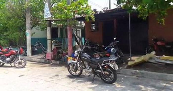 Sicarios, a bordo de una motocicleta, asesinan a un menor de edad en un taller de Ilopango