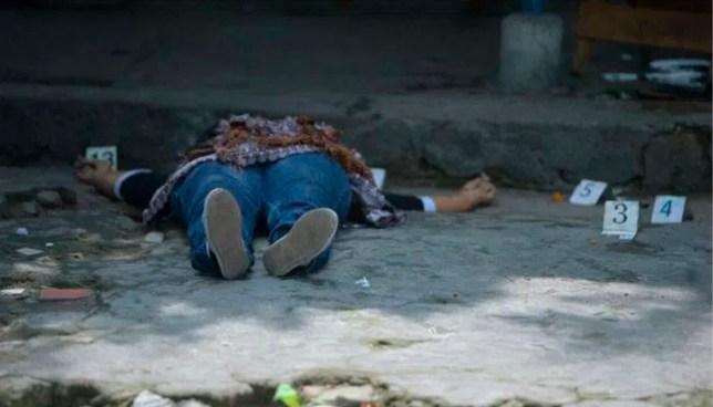 Pandilleros asesinan a balazos a una mujer dentro de su vivienda en San Luis Talpa, La Paz