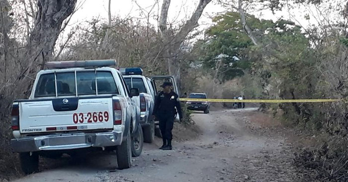 Sacan a un hombre de su vivienda y lo asesinan en un terreno en San Miguel