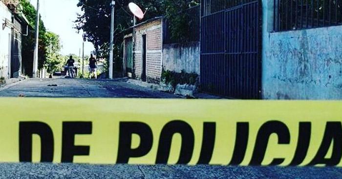 Sujetos a bordo de un vehículo acribillaron a un pandillero en Mejicanos