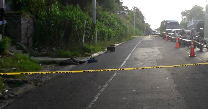 Joven es acribillado a balazos mientras esperaba el transporte público, en Ilopango