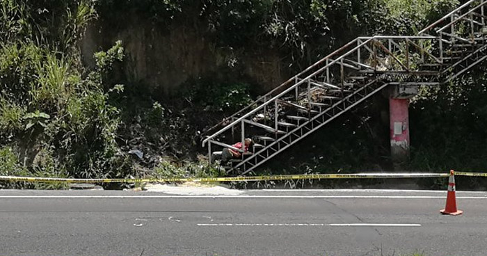 Asesinan a un hombre en las gradas de una pasarela en carretera Panamericana, Cuscatlán