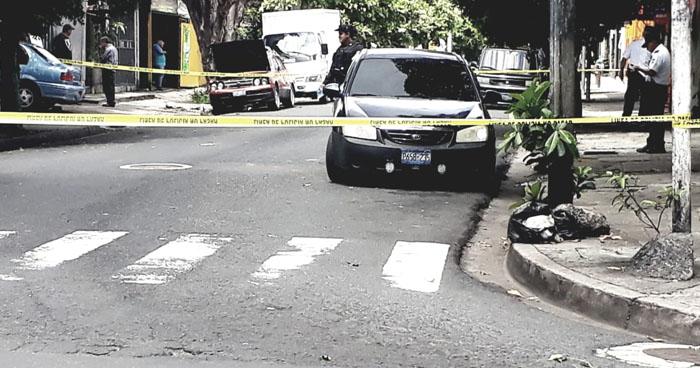 Encuentran muerta a una mujer al interior de un vehículo en San Jacinto