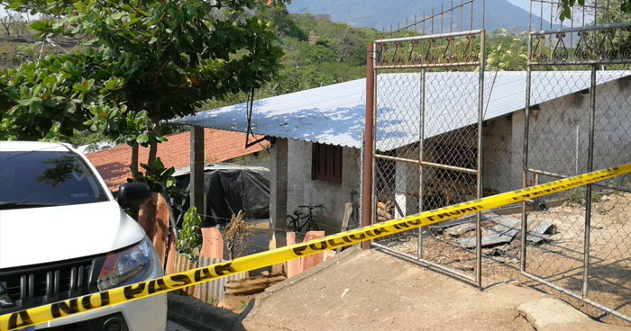 Asesinan con un martillo al propietario de una tienda en San Vicente