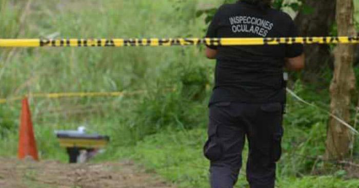Asesinan a supuesto pandillero en el patio de su vivienda