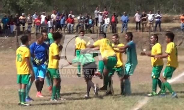 VIDEO | Árbitro recibe brutal paliza en un partido de fútbol en Honduras