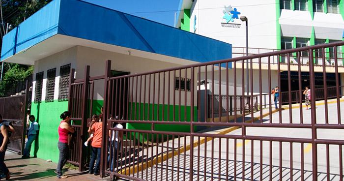 Hospital Benjamín Bloom suspende consultas externas y cirugías por Alerta Roja a nivel nacional
