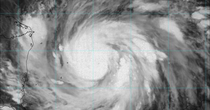 Iota se fortalece a huracán de categoría 2