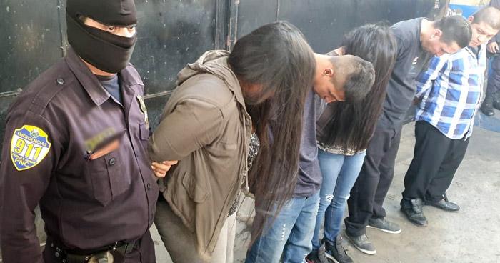 Capturados tras hurtar dinero y objetos de valor en Funeraria de San Salvador