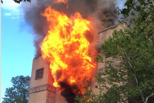 Gran incendio arrasa una iglesia en Nueva York
