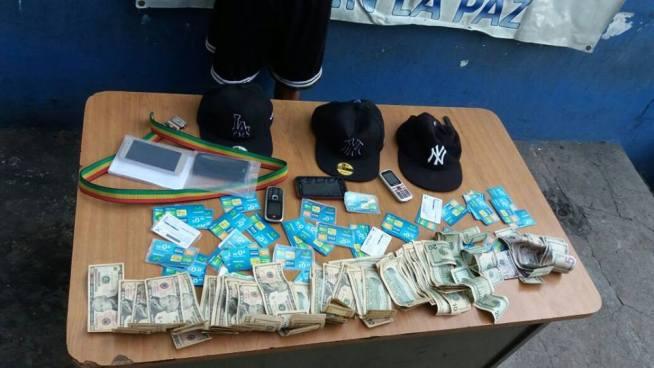 Cientos de tarjetas para teléfonos celulares entre los decomisos de capturas en La Paz