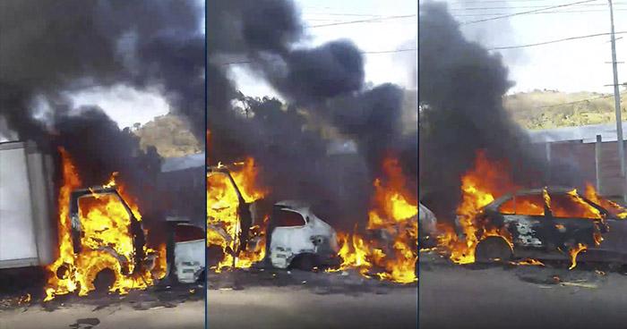 Dos vehículos se incendian en carretera al norte de San Salvador