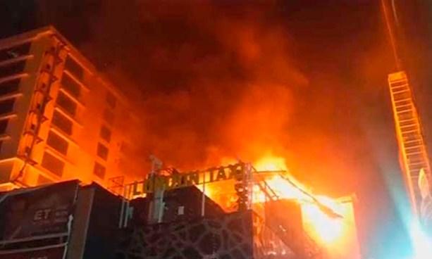 Al menos 14 muertos tras incendio de un restaurante en Bombay