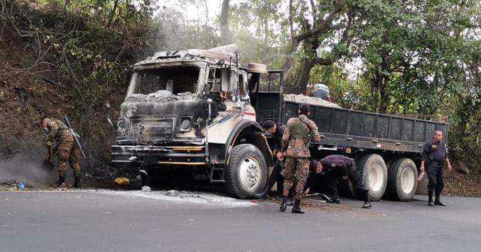 Sofocan incendio en camión en Estanzuelas, Usulután