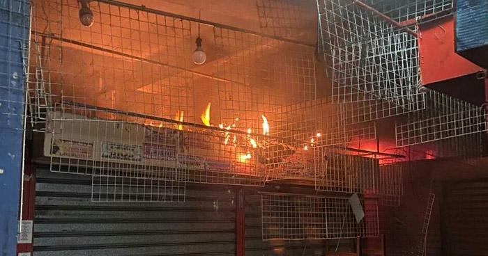 Tres puestos dañados tras incendio dentro del Mercado Sagrado Corazón