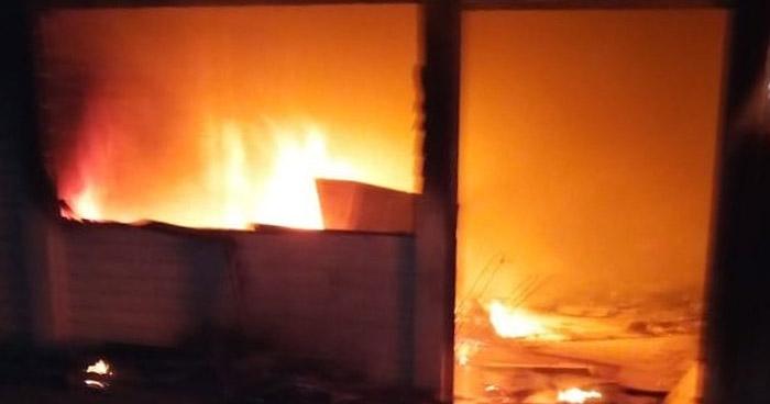 Incendio consumió sede del PCN en Chalatenango