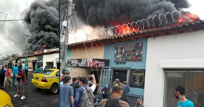 Voraz incendio consume una bodega de plásticos en San Miguel