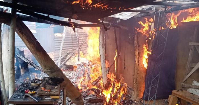 Extinguen incendio en viviendas en Santa Ana y San Martín