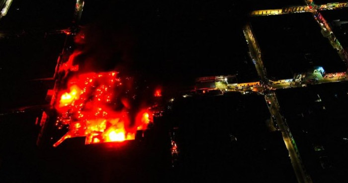 Vendedores afectados por incendio en mercado de Santa Ana recibirán apoyo económico