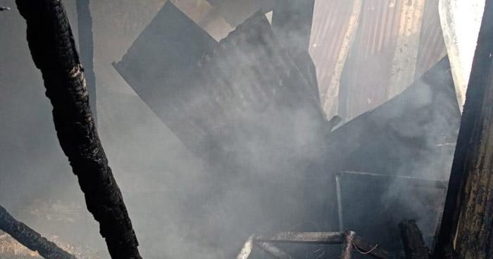 Anciana sufre quemaduras al incendiarse su vivienda en San José Villanueva, La Libertad